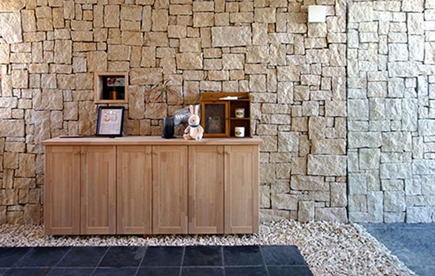 石やタイルの持つ色彩や清潔感・重厚感は、天然素材ならでは。
